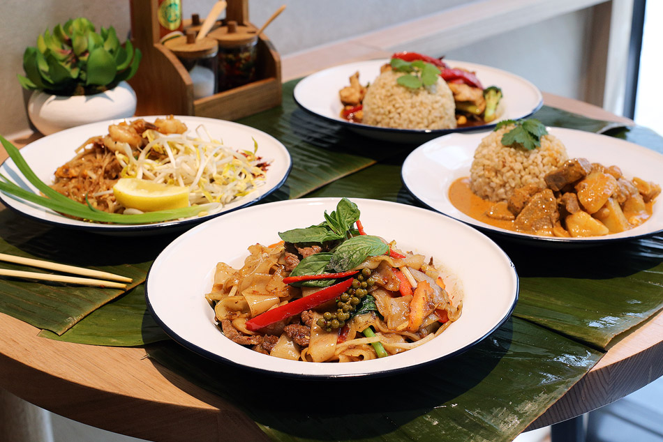 Miss Siam - Chicken Pad Thai - thin rice noodle, egg, tamarind sauce, beansprout, crushed peanut, Prawn Pad Kee Mao - Flat rice noodle, basil and chilli, seasonal vegetables