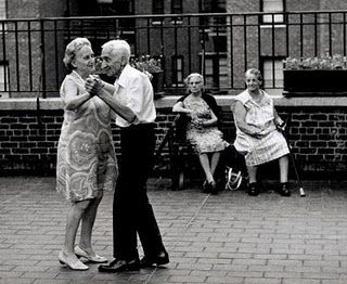 1b223465fb401526edb25cb093348ce8--people-dancing-cute-old-couples