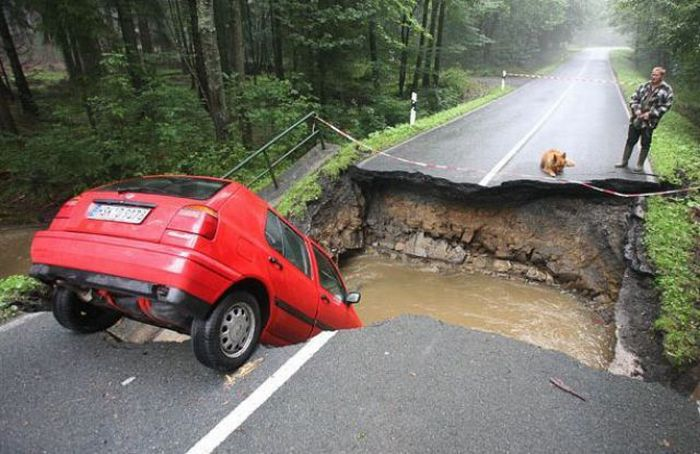Giant Sinkholes and Road Collapses (35 pics)