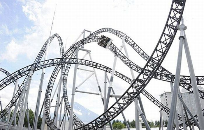 "'Roller Coaster Paling Ekstreme Di Dunia"""