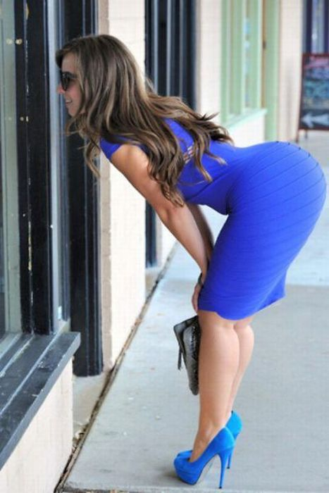 Hot Girls in Tight Dresses (30 pics)