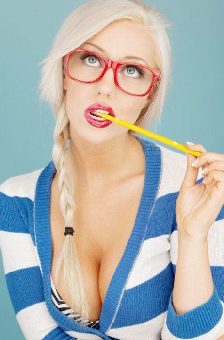 Girls In Glasses (63 pics)