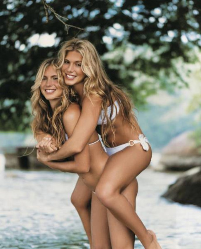 Say Hello To The Sexiest Sets Of Twins, Triplets And Quadruplets In The World (15 pics)