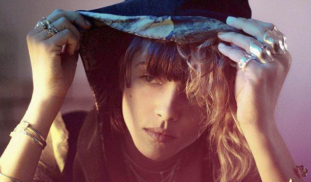 Noga Erez – 'Dance While You Shoot'
