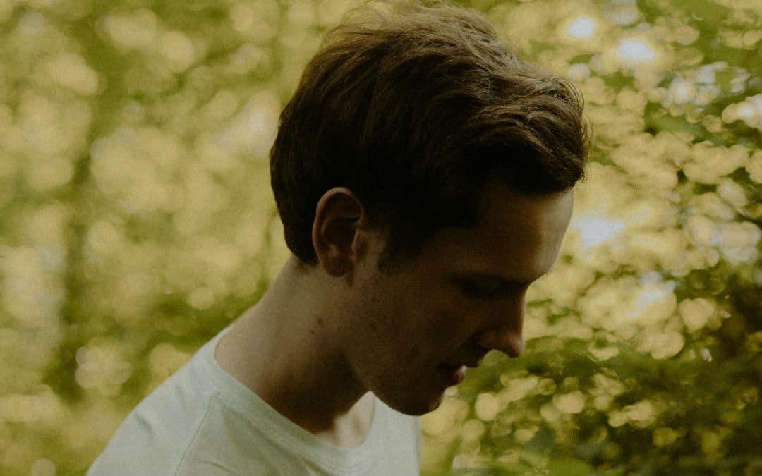 Hazey Eyes – 'Hungover You' (feat. Moli)