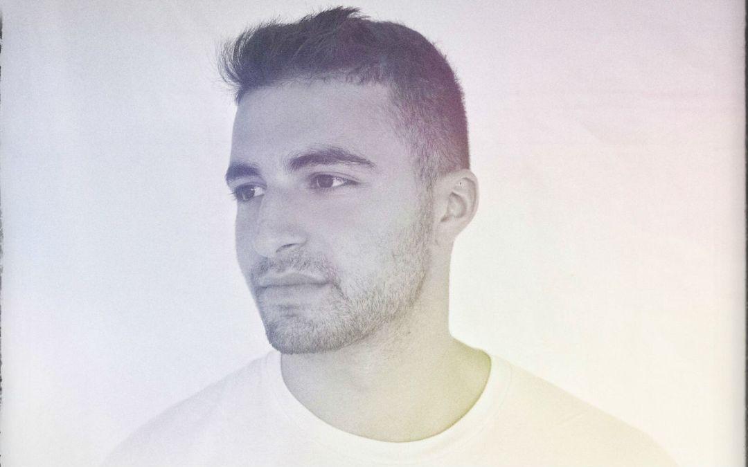 Adam Kahati – 'Tell Me' (feat. Gabi Sklar)
