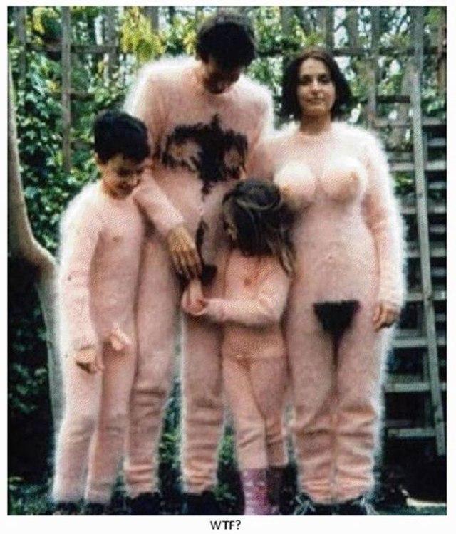 The-21-Most-Awkward-Family-Photos13