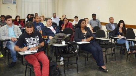 Jovens empreendedores promovem palestra gratuita