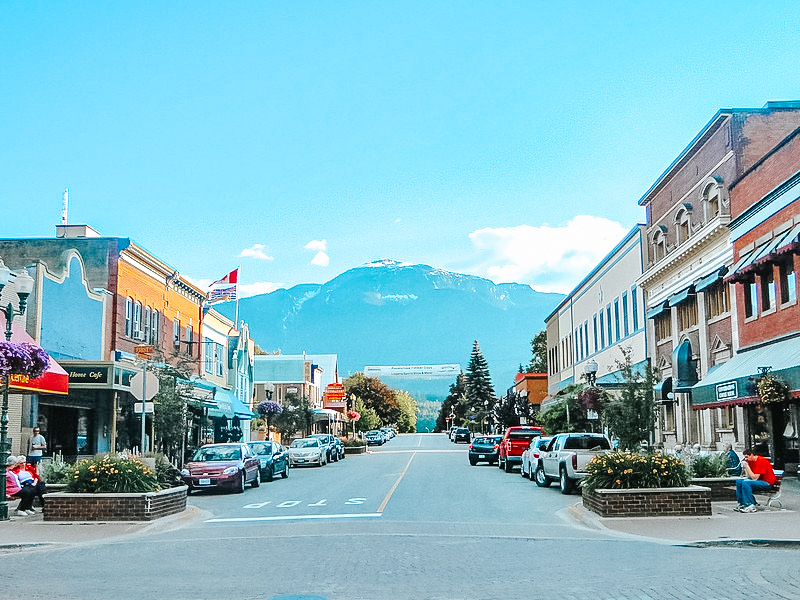Quaint small town with histric downtown buildings with a snow capped mountain in the background. The town of Revelstoke is great option for a weekend trip from Vancouver.