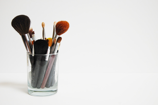 DIY natural makeup brush cleaner using dish soap and olive oil