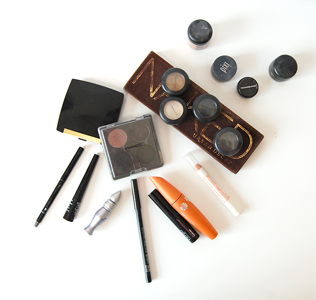 Minimizing your makeup collection - when to throw away old makeup plus a guide to makeup expiration