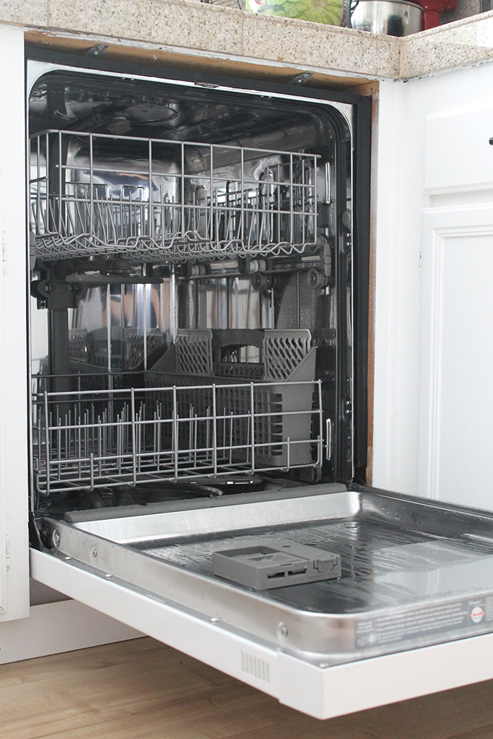 The best way to clean your dishwasher