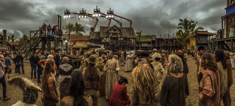 Lighting a scene filled with extras in 'Pirates of the Caribbean; Dead Men Tell No Tales' - PHOTO Martin Schaer
