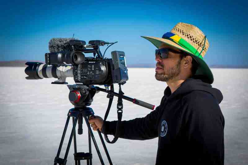 2. Edgard Ferreira at the Lake Gairdner salt flats filming 'The Ultimate Ride' - PHOTO ?
