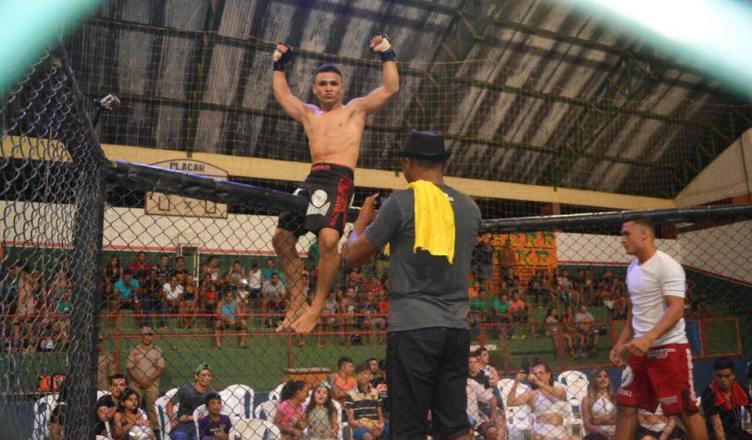 """TARAUACÁ: Marcelo Silva derrota Bruno Lins na luta principal e """"Gigante Alex"""" vence no supino Reto, na 5ª edição do TK Combat."""
