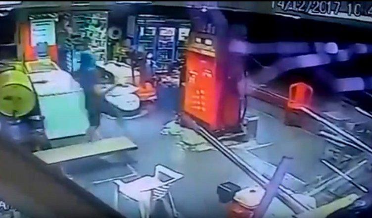 TARAUACÁ: Vídeo mostra mais um assalto à mão armada em posto de gasolina (PONTÃO DO JOHN)