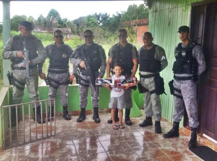 Através de carta enviada aos Correios, policiais realizam sonho de criança do Vila Acre