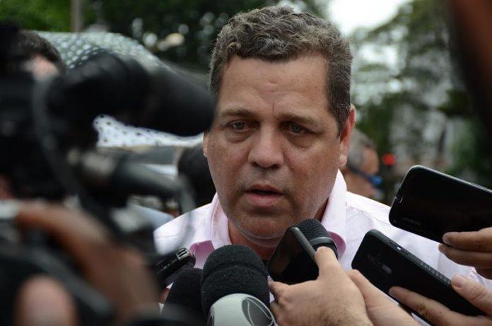 Xingado de 'mariquinha' e 'maricas', Tião Viana obtém condenação de Major Rocha e ganha R$ 39.653,58 mil reais