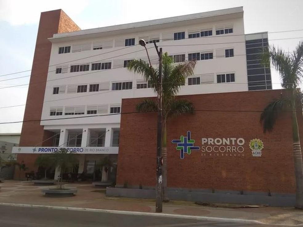 Jovem tem casa invadida, leva três tiros e é internado no pronto-socorro de Rio Branco