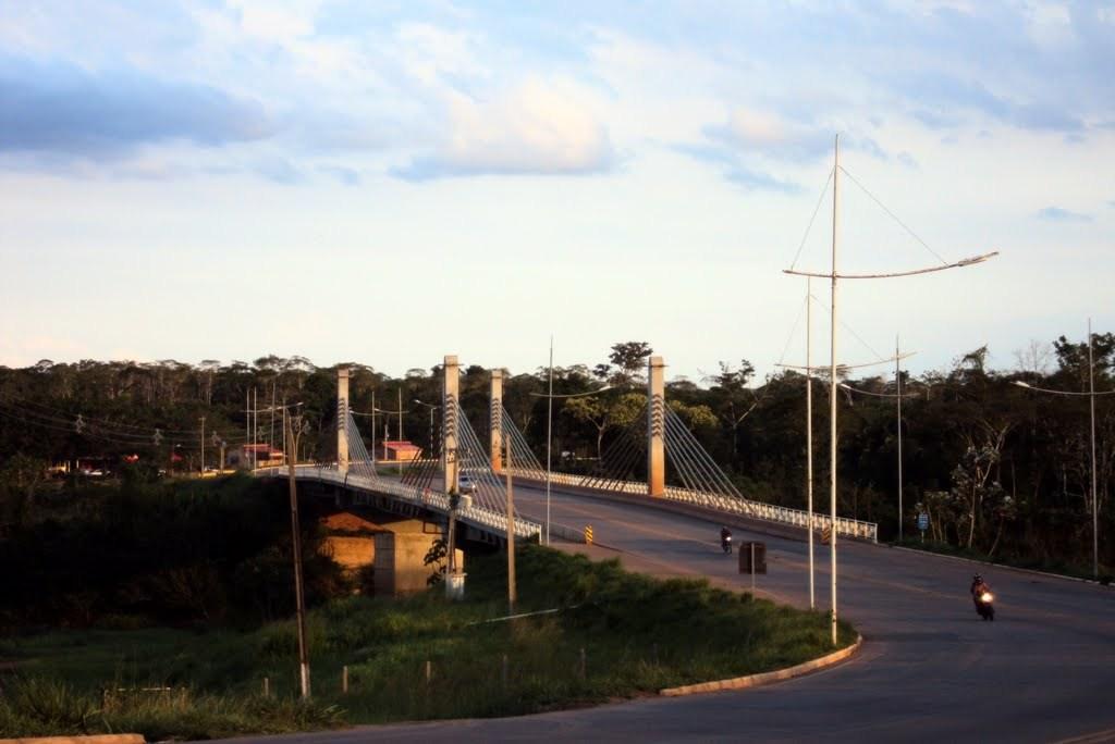 Com oração, militares impedem mulher de pular da terceira ponte em Rio Branco