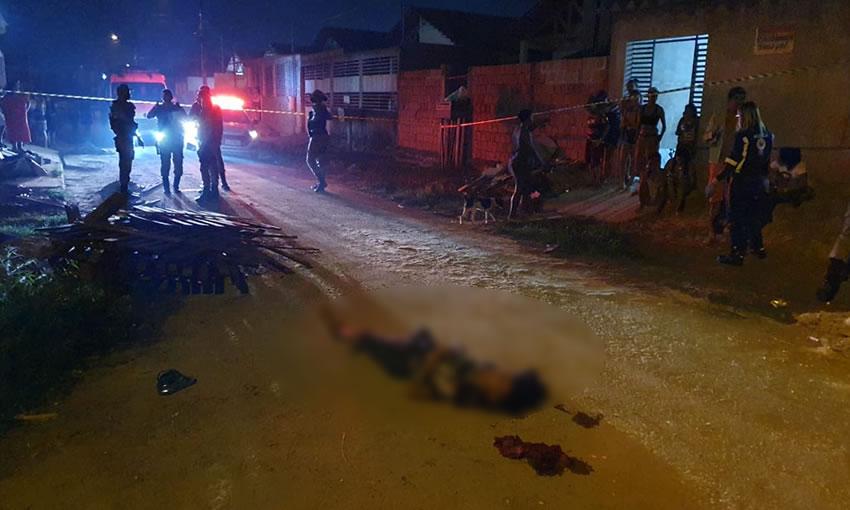 Adolescente é levado para fora de casa e morto pelo 'amigo' com ripadas na cabeça