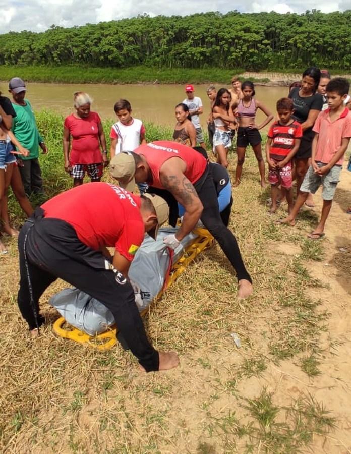 Corpo de adolescente que se afogou ao tentar atravessar Rio Tarauacá a nado é achado por bombeiros