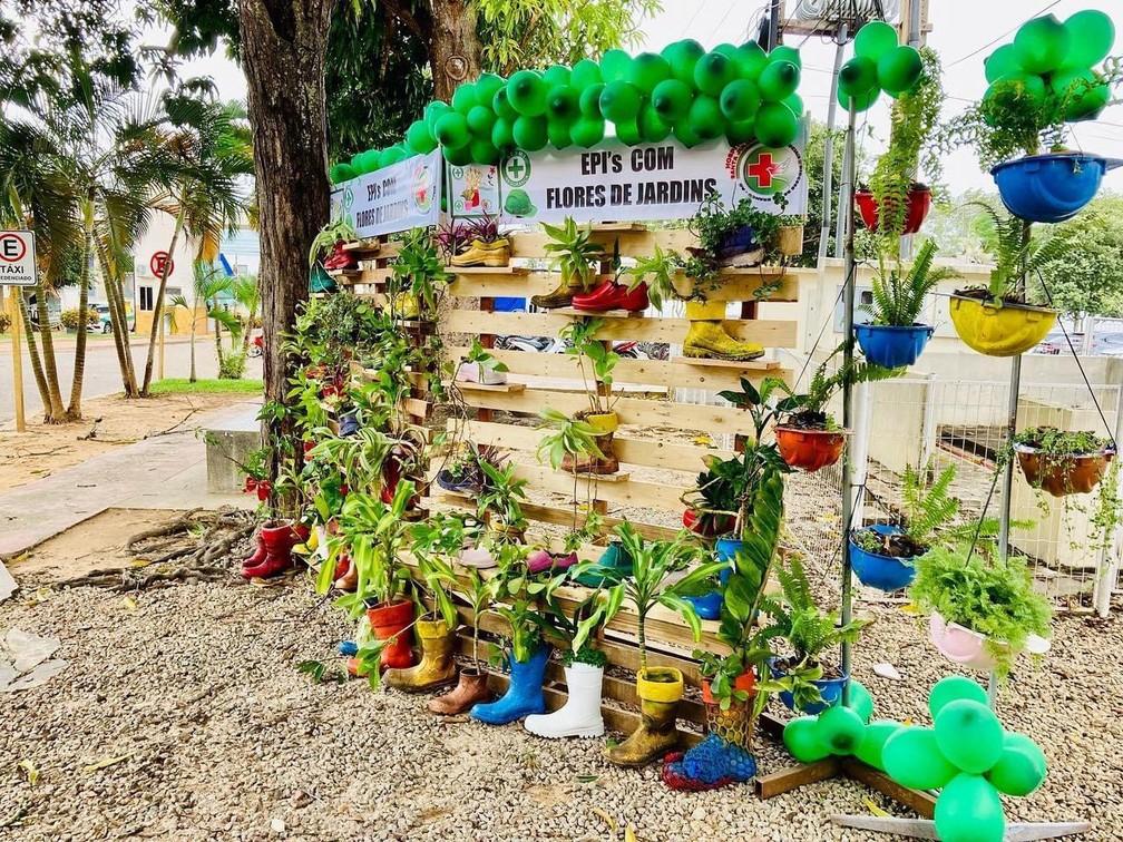 Botas e capacetes de servidores de hospital viram vasos de plantas em viveiro no AC: 'Forma de conscientizar'