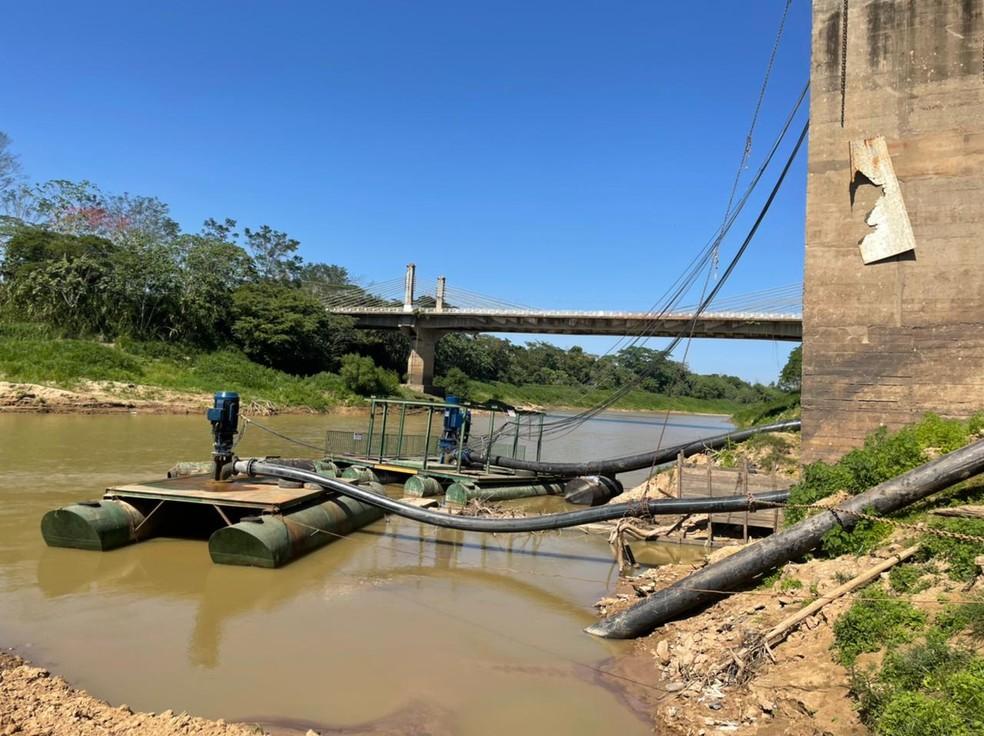 Com seca do Rio Acre, Depasa utiliza bombas flutuantes para evitar desabastecimento de água na capital