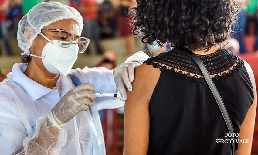 Pessoas de até 19 anos já são o 2º grupo mais vacinado no Acre