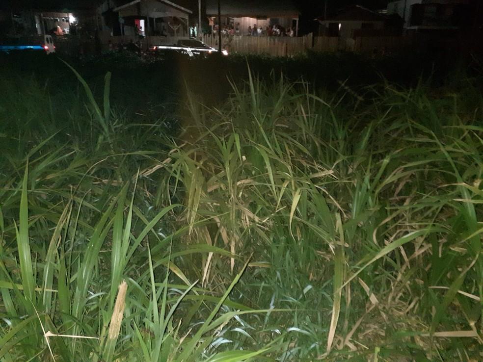 Jovem é morto com vários tiros e golpes de facas em cidade do Acre