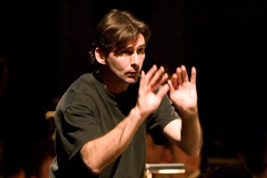 Jonathan Webb durante un ensayo