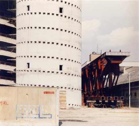 La pose des piliers autour de San Siro, années 80