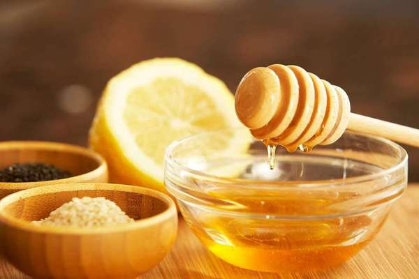 Lemon and honey for acne