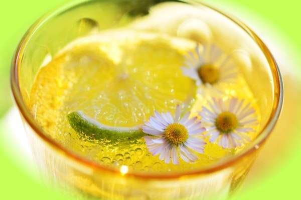 get rid of whiteheads overnight with lemon juice