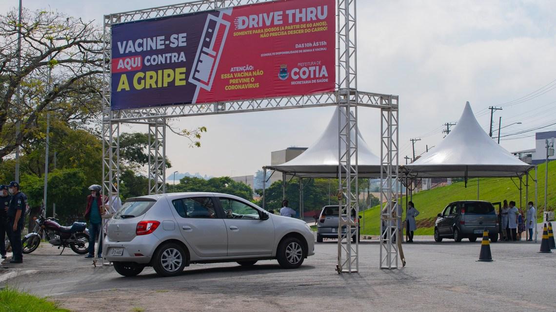 Quinta-feira (21) tem drive-thru de vacinação contra a gripe em Cotia