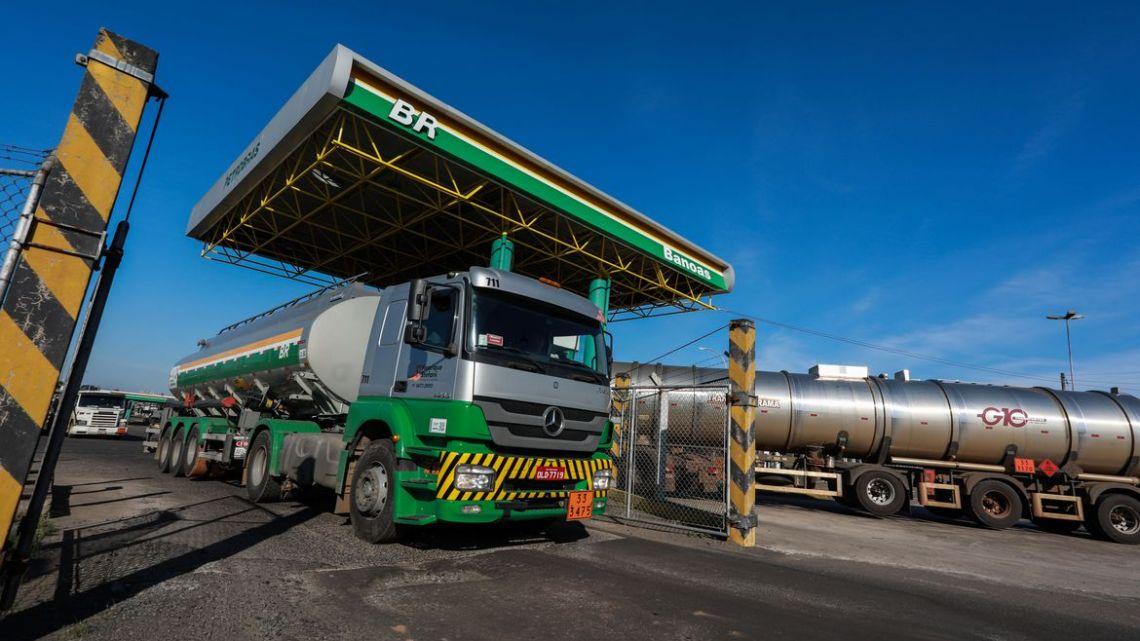 ANP: preço médio de revenda da gasolina acumula queda de 17,11%