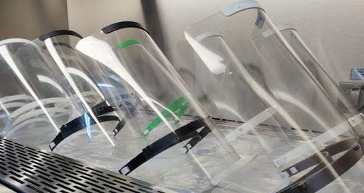 Barueri confecciona protetores faciais em impressora 3D
