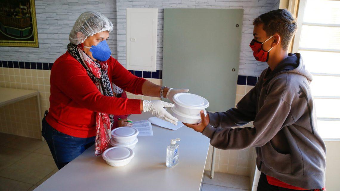 Entrega de Marmitex e alimentos saudáveis já beneficiou mais de 340 mil pessoas