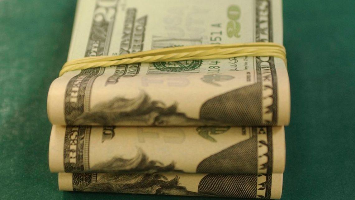 Dólar fecha em alta após divulgação que EUA estão saindo da crise