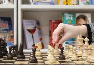 Chess board, lady's hand, Pixabay