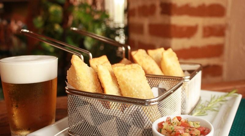 Durante o Brotecos, o Brotas Bar oferece o duo de pasteis Gourmet