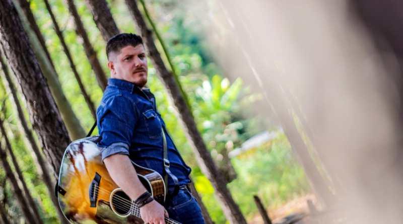 O trabalho autoral de Drigo Ribeiro traz influências do folk, country, blues e da música caipira