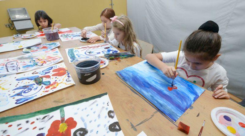 A Unidade de Gestão de Cultura (UGC) preparou uma programação especial gratuita com oficinas, espetáculos teatrais e visitações para a criançada nas férias.