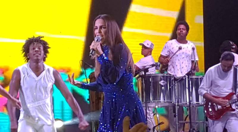 Ivete Sangalo no Baile do Havaí do Clube Jundiaiense