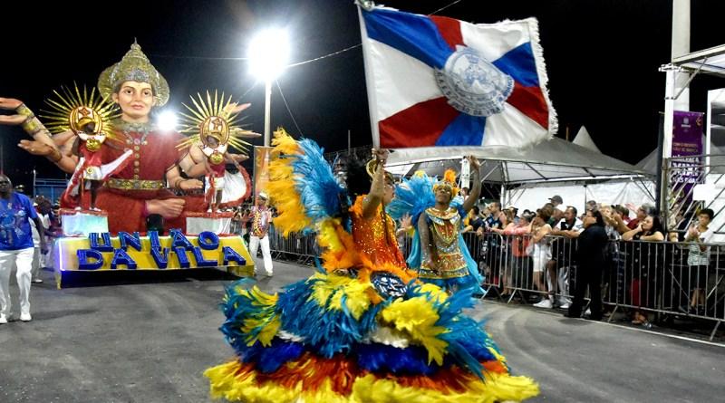 Os blocos Continuamos na Nossa, Folia Beats e Agora é Nóizz são os destaques do dia. Na terça, além dos blocos, tem os desfiles das escolas de samba.
