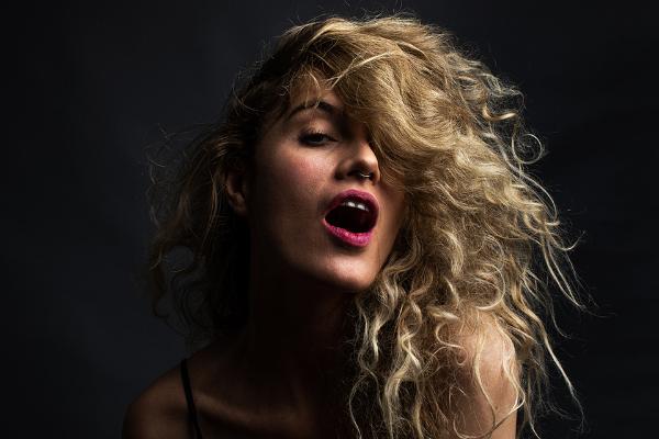 Ana Cañas mesclará sons de Todxs com sucessos e releituras em Jundiaí