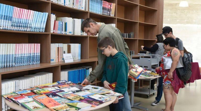 Biblioteca Municipal sedia feira de troca de livros