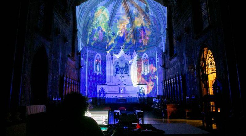 Espetáculo de luzes na Catedral de Jundiaí