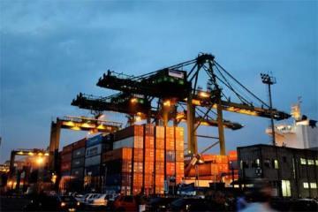 Foto ilustrativa de exportação no porto