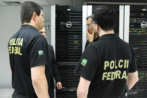 Foto de policia da PF no MEC